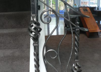 Handrail profile bar with twist basket - H19