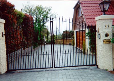 Curved with Spearheads Double Gates - GD16
