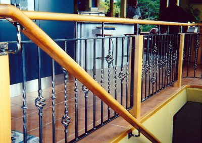 Basket with Twisted Bar and Wooden Handrail - IB46